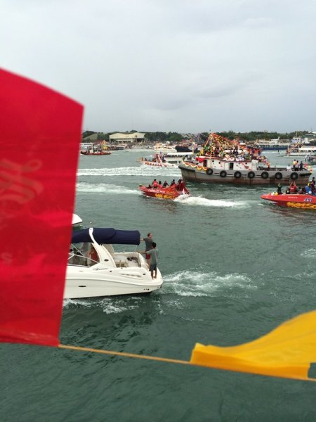 Various vessels on Mactan Channel for the Sinulog fluvial parade