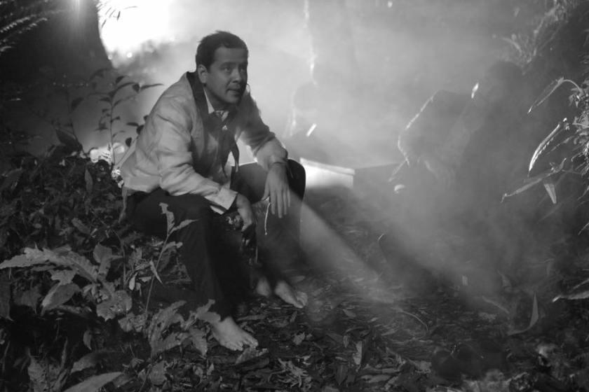 John Lloyd Cruz as Isagani, in the forest, in Hele sa Hiwagang Hapis.
