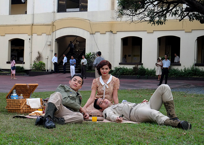 Alex Diaz, Janine Gutierrez, and Benjamin Alves at a picnic scene in the 2016 film Dagsin.