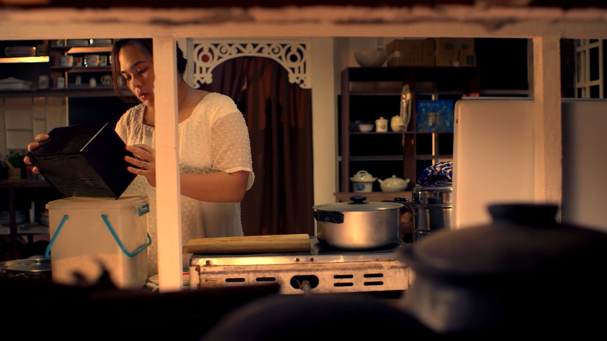 Judy Ann Santos-Agoncillo operating a radio in the kitchen, as Juanita in Kusina (2016). Screen capture from the trailer, youtube.com/watch?v=-oMf5p7D4Tk