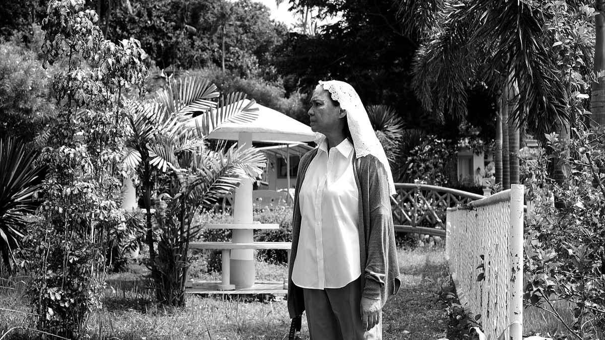 Charo Santos-Concio as Horacia, wearing a veil, in Lav Diaz's Ang Babaeng Humayo (2016).