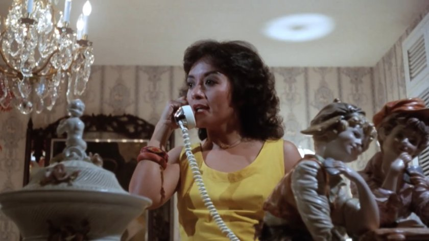 Laurice Guillen as Delza, using a telephone, in Nagalit ang Buwan sa Haba ng Gabi (1983).