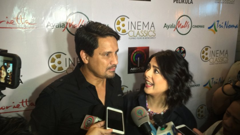 Dawn Zulueta and Richard Gomez speaking to bloggers and members of the press, at the premiere of the restored 'Hihintayin Kita Sa Langit'.