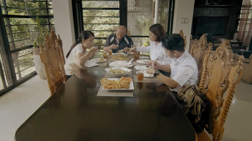 Irma Adlawan, Bembol Roco, Bianca Libinting and Rex Lantano as a family sharing lunch at home in 'What Home Feels Like' (2017).