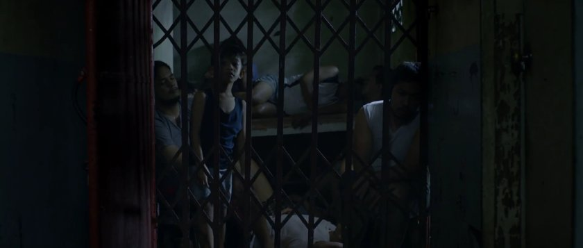Kenken Nuyad as Dakip behind bars at night in 'Liway' (2018).