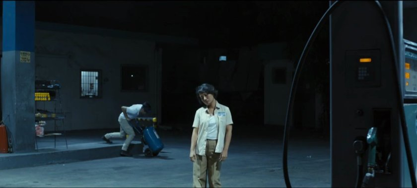 Angeli Bayani as a gas station attendant in 'Jodilerks dela Cruz, Employee of the Month'.