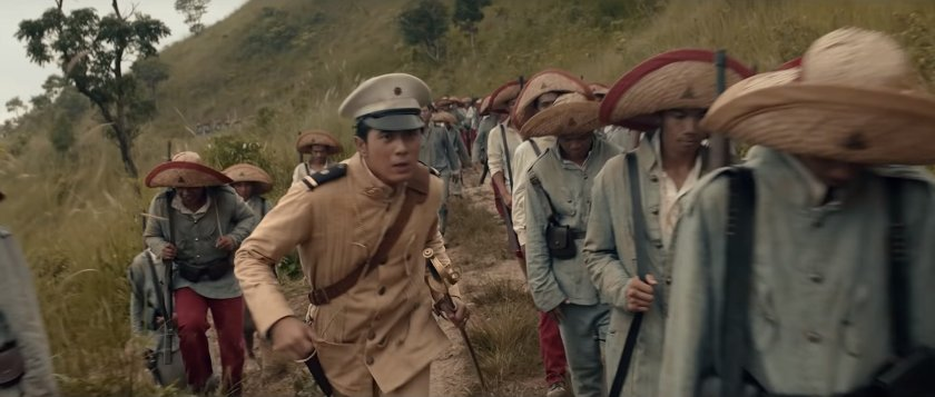 Paulo Avelino as General Gregorio del Pilar, running among revolutionary troops up Mount Tirad, in 'Goyo: Ang Batang Heneral'.